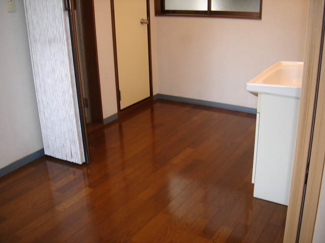 マリーンブルー 102号室